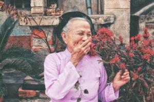 CUIDADOS PARA LA TERCERA EDAD CON MEDICINA TRADICIONAL CHINA Y ACUPUNTURA CasaFen - Photo by Huyen Nguyen on Unsplash